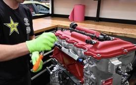 Thợ máy mổ xẻ động cơ Toyota Corolla Hatchback 1.000 mã lực