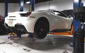 Đây là cách thay dầu cho Ferrari 488 Spyder