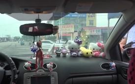 Chàng trai bị phạt vì... trang trí xe theo ý bạn gái: Nhét đầy thú bông lên xe