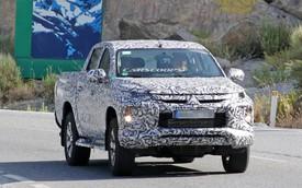 Đến cả Mitsubishi Triton giờ cũng bố trí đèn như Hyundai Kona, Santa Fe