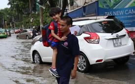 Phố nhà giàu ở Sài Gòn ngập sau mưa
