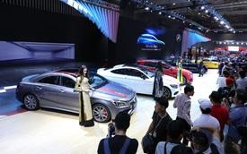 """Mercedes-Benz là """"hãng xe sang bán chạy nhất Việt Nam năm 2017"""""""
