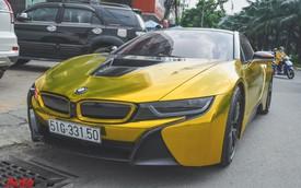 Siêu xe BMW i8 dán decal vàng chrome nổi bật đón năm mới tại Sài Gòn