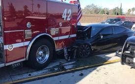 Tesla Model S gặp tai nạn vỡ nát đầu mặc dù đã kích hoạt tính năng tự lái