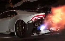 Lamborghini Huracan mở đuôi xe, khạc lửa như rồng