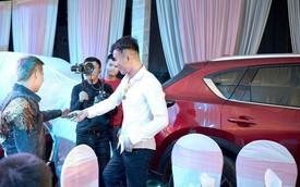 """Góc """"chồng nhà người ta"""": Tặng vợ cùng bạn bè 3 ô tô Mazda CX-5, Mazda6 và 8 xe ga Honda SH nhân kỉ niệm 6 năm ngày cưới tại Nghệ An"""