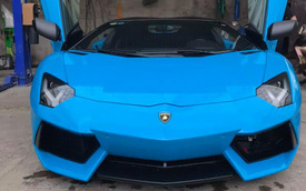Chỉ với 1 chi tiết nhỏ, lai lịch chiếc Lamborghini Aventador Roadster xanh đang gây chú ý được hé lộ
