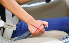 Điều đầu tiên nên làm khi ô tô đang chạy bị kẹt chân ga