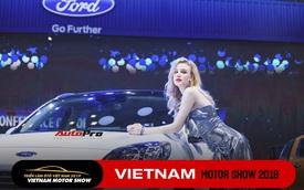 Chùm ảnh: Các mỹ nhân làm vấn vương khách tham quan Triển lãm ô tô Việt Nam 2019