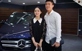Cầu thủ Duy Mạnh và bạn gái tậu Mercedes-Benz GLC 300