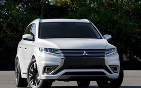 Mitsubishi Outlander 2021 lộ mặt, 'cà khịa' Subaru Forester trên đường thử