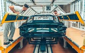 Quá trình sơn một chiếc xe siêu sang Bentley kỳ công như thế nào?