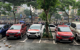 FastGo kiện ngược 3 tài xế dùng xe VinFast Fadil treo băng rôn 'lừa đảo'