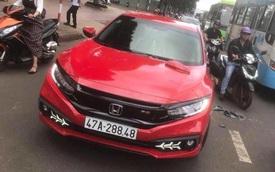Khởi tố thầy chùa cầm gậy đập xe Honda Civic vì bắt người đi đường xin lỗi bất thành
