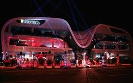 Choáng với đại lý Ferrari khủng nhất thế giới vừa khai trương tại Dubai: Gấp rưỡi showroom ở Việt Nam, có đủ mọi thứ về 'siêu ngựa'