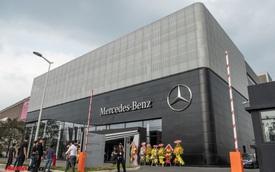 Bên trong đại lý Mercedes-Benz lớn nhất Đông Nam Á vừa khai trương ở Việt Nam: Sang xịn không tưởng, có cả phòng giao xe bí mật