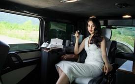 Hoa hậu Tiểu Vy đọ dáng cùng Mercedes-AMG G63 độ nội thất khủng của ông Đặng Lê Nguyên Vũ