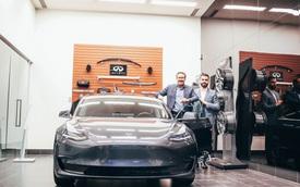 Đắng: Khách hàng trung thành của Infiniti nhận quà tặng là… xe Tesla
