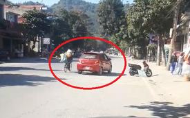 """Ô tô màu đỏ và nữ tài xế khiến cả phố phải hoảng sợ vì cách mua hàng """"chẳng ở đâu có"""""""