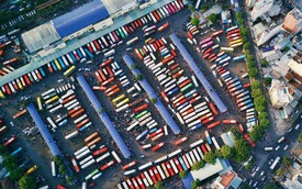 Chùm ảnh Flycam ấn tượng về cảnh đông đúc tại cửa ngõ bến xe miền Đông ngày 26 Tết