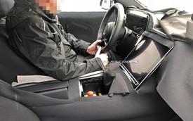 Mercedes-Benz S-Class mới trang bị màn hình khổng lồ - iPad 12.9 lớn nhất thế giới không có cửa so sánh về kích thước