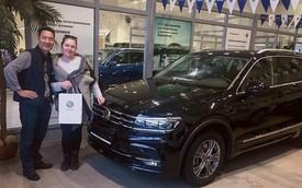 Lâm 'Tây' mua Volkswagen Tiguan tặng bố sau 9 năm lập nghiệp xa nhà