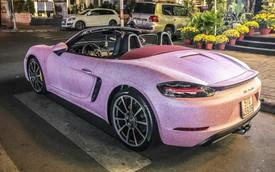 Bộ cánh hồng độc nhất vô nhị trên chiếc Porsche Boxster tại Sài Gòn khiến người ta hoa mắt khi nhìn gần