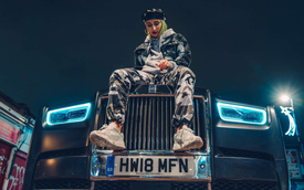 Cú lột xác của Rolls-Royce: Từ xe ông chủ thành xe ông chủ lái