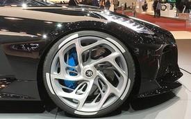 Người mẫu nhìn chân và ô tô đẹp hay không, đôi khi cũng nhìn vào la zăng