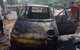 Ô tô cháy rụi khi đang sửa trong tiệm