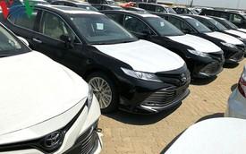 Hình ảnh hàng trăm Toyota Camry 2019 xếp hàng dài tại cảng TP HCM