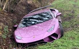 Lái Lamborghini Huracan lao xuống mương, triệu phú vứt xe lại, về ngủ rồi sáng dậy tính tiếp