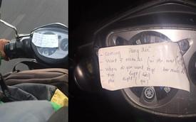 Mảnh giấy dán đầu xe Grab, người đi đường tò mò về nội dung ghi trong đó
