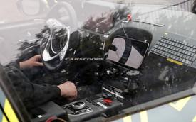 SUV đầu tiên của Aston Martin lộ diện với nội thất đậm chất Mercedes-Benz