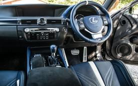 Nội thất gần trăm nút bấm này của xe Lexus liệu có tiện lợi cho người sử dụng?