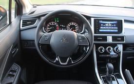 Chủ xe Xpander thắc mắc về ký hiệu 'lạ' trên đồng hồ, cộng đồng mạng tư vấn ít, chỉ trích nhiều