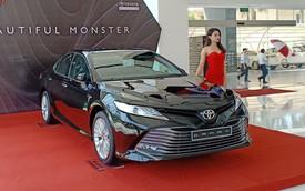Toyota Camry 2019 bán chênh hàng chục triệu đồng tại đại lý