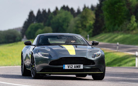 Siêu xe Aston Martin DB11 AMR chào hàng đại gia Việt