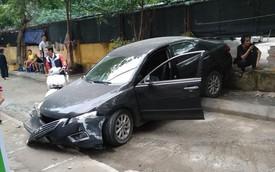 CLIP: Hiện trường vụ nữ tài xế lùi ô tô cán tử vong một người đi xe máy trên phố Hà Nội
