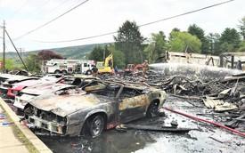 Dàn xe Corvette, Camaro cháy rụi tại phim trường HBO, cư dân mạng tiếc đứt ruột