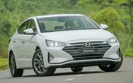 Hyundai Elantra 'vớ bẫm' khi Ford bỏ Focus