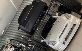 Garage chứa Rolls-Royce, Bentley, Porsche cháy rụi chỉ sau một đêm, chủ xe khóc không ra tiếng