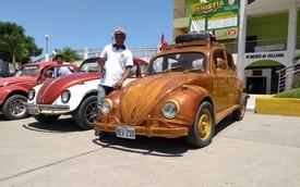 Bố chế tạo Volkswagen Beetle bằng gỗ, đi 21.000 km để hoàn thành lời hứa thăm con