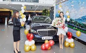 """Hot girl Midu khoe tậu thêm Mercedes tiền tỷ, nhưng đó chưa phải là tất cả trong bộ sưu tập xe """"khủng"""" của cô nàng!"""