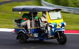 Nhờ linh kiện siêu xe, Tuk-Tuk hoàn thành một chặng đua Nurburgring nhưng hành khách trên xe khiếp hãi