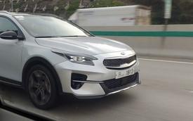 SUV đô thị Kia XCeed đẹp như 'xe Âu' tiếp tục lộ nội thất giống Telluride