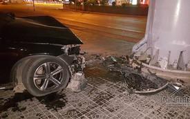 Xe Mercedes nát đầu khi đâm vào chân cầu vượt Láng Hạ lúc nửa đêm