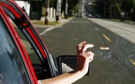 Bị phạt 13,5 triệu đồng vì vứt đầu lọc thuốc lá ra đường, câu trả lời của tài xế gây shock cộng đồng mạng