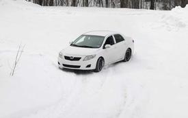 Nếu bạn nghĩ Toyota Corolla vẫn chỉ là chiếc xe bình dân thường ngày, vậy thì hãy xem chiếc xe này đua rally tốt đến thế nào?