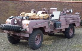"""Siêu SUV Land Rover """"Báo hồng"""" từng của đặc nhiệm Anh được rao bán"""